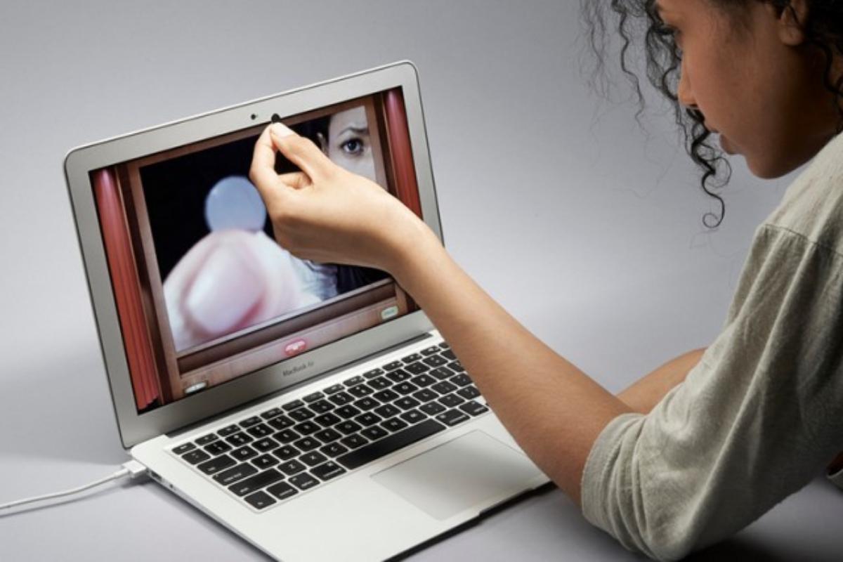 Apple chce, abyste nevypínali kameru svého MacBooku pro případ, že byste ji mohli rozbít. Ano, samozřejmě ...