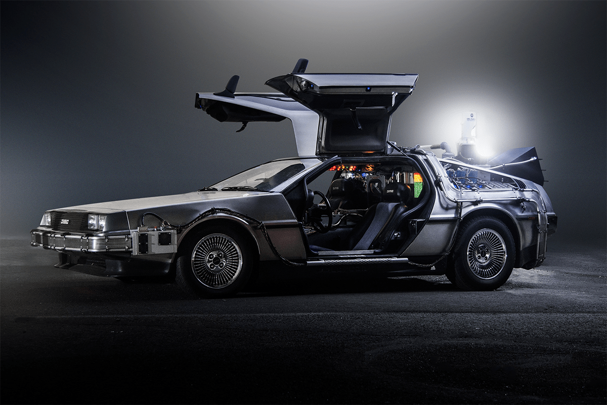 DeLorean: Smutný a šťastný příběh o tom, jak je auto zachráněno před zapomenutím díky Back to the Future, automobilu, který přežije, ale není tvůrcem budoucnosti.