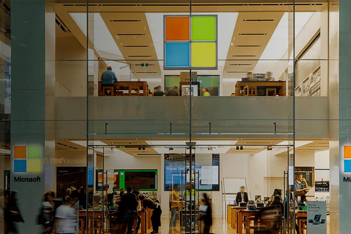 Microsoft zavře všechny své kamenné obchody na světě Společnost se loučí s Microsoft Store a svým snem konkurovat Apple změnou své maloobchodní strategie.